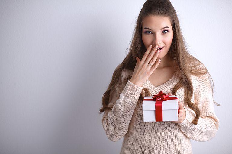 подарок девушке на день рождения 19 лет